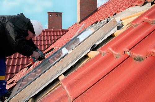 Montujemy okna w starym dachu